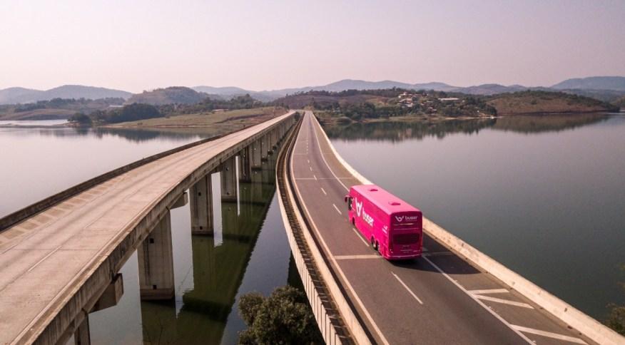 Plataforma de tecnologia Buser oferece viagens de ônibus por fretamento no Brasil