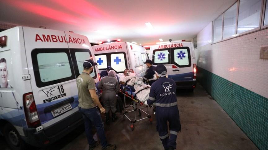 Homem deixa hospital do Amazonas para ser transferido ao Piauí, onde receberá tratamento contra Covid-19