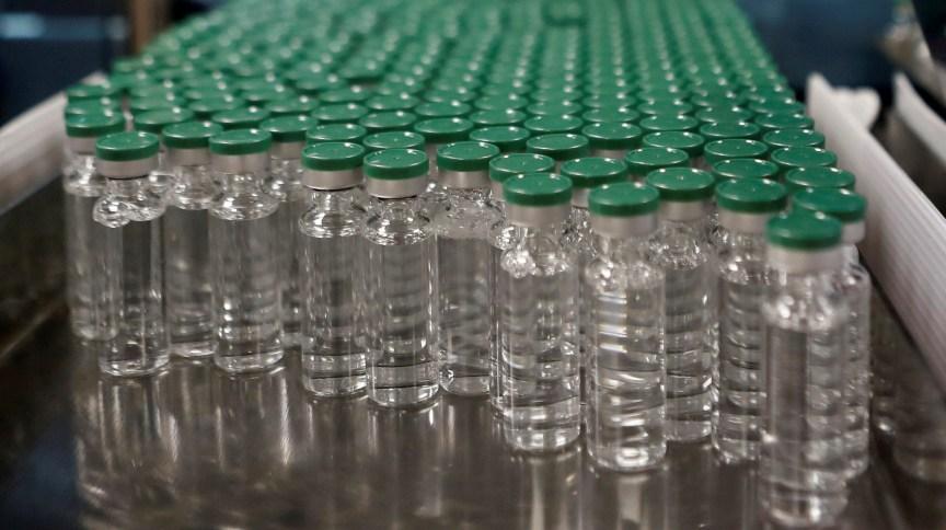 Recipientes de vacina de Oxford/AstraZeneca no Serum Institute da Índia