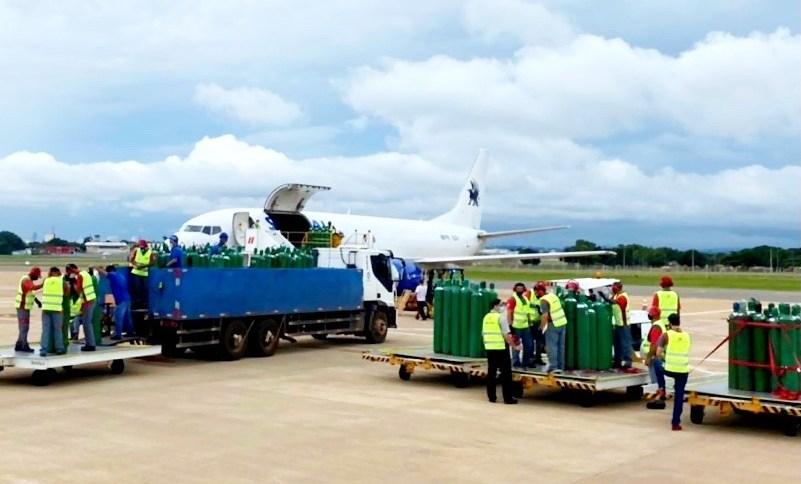 Gusttavo Lima postou foto em suas redes sociais mostrando envio de cilindros de oxigênio para Manaus