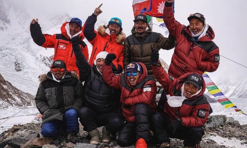 Montanhistas alcançaram o pico do K2 neste sábado, um fato histórico