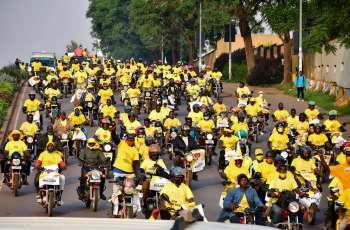 """O principal rival de Museveni, Bobi Wine, denunciou os resultados como """"fraudulentos"""", pedindo aos cidadãos que rejeitem a decisão"""