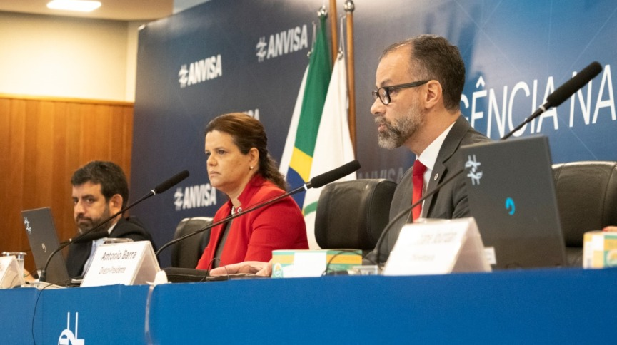 Diretor-presidente da Anvisa, Antônio Barra Torres (à frente), ao lado dos diretores Meiruze Freitas e Alex Machado Campos