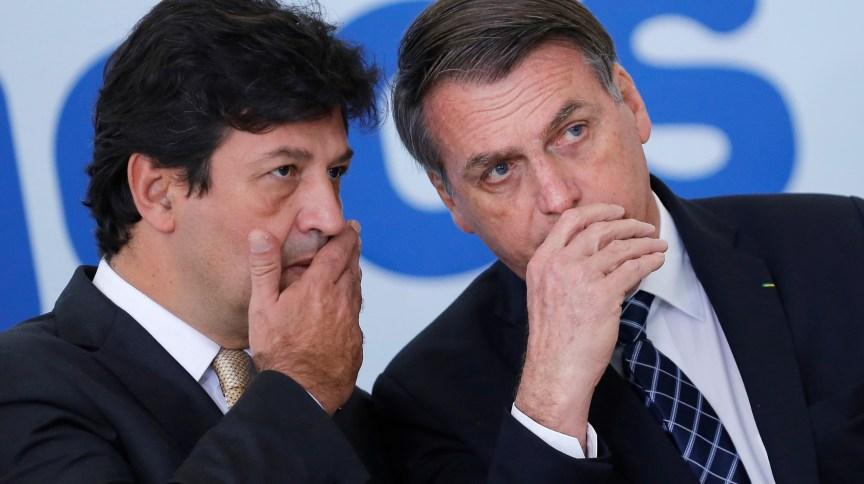 O presidente da República, Jair Bolsonaro, e o ministro da Saúde, Luiz Henrique Mandetta, em cerimônia no Planalto