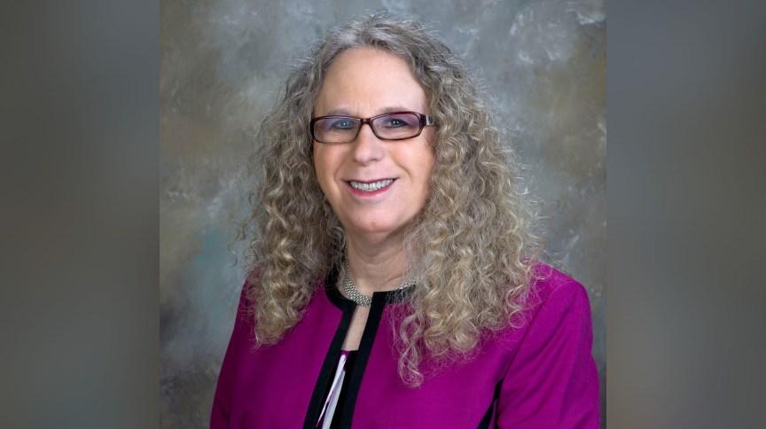 O presidente eleito, Joe Biden, chamou Rachel Levine para ser sua secretária adjunta de saúde, preparando-a para se tornar a primeira funcionária federal transgênero a ser confirmada pelo Senado dos EUA