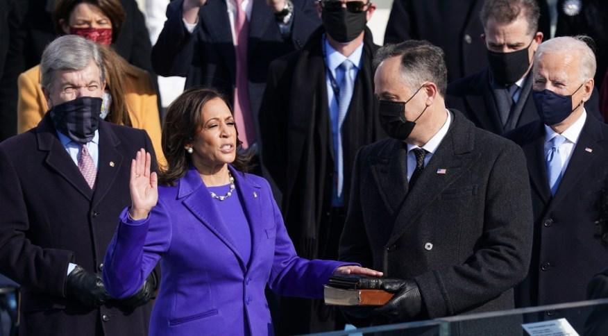 Kamala Harris toma posse como vice-presidente dos Estados Unidos