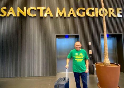 Luciano Hang postou foto deixando o hospital após ter alta