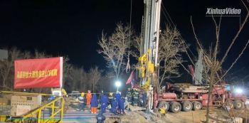 Explosão em 10 de janeiro deixou 22 mineiros soterrados em uma mina de ouro em Yantai, na China. Cerca de 600 pessoas estão envolvidas no trabalho de resgate
