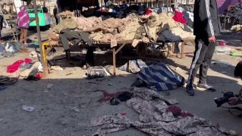 Número de vítimas pode aumentar depois do primeiro ataque por homens-bomba registrado na capital iraquiana em 2 anos já que há dezenas de feridos