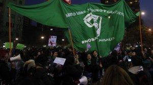 Câmara do Chile aprova descriminalização do aborto até 14 semanas