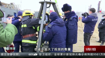 Ao menos 10 mineiros que sobreviveram à explosão receberam nesta semana alimentos, suprimentos médicos e cobertores por um poço