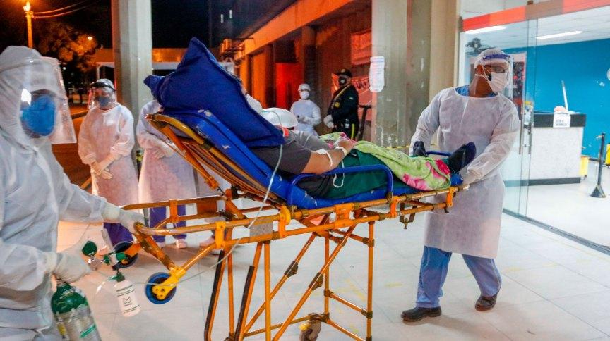 Paciente com Covid-19 transferido de Manaus chega a Recife