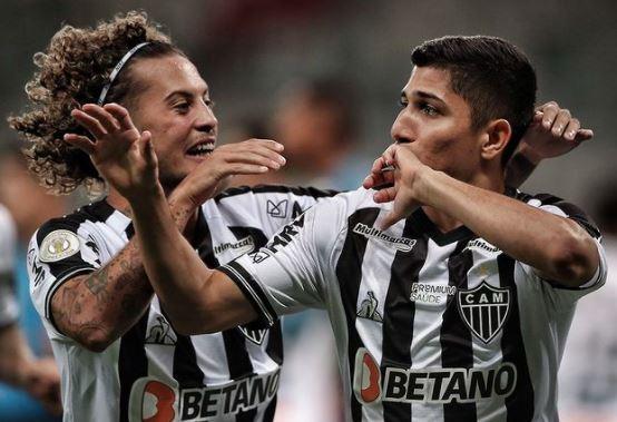 O Atlético-MG venceu o Santos por 2 a 0 no Mineirão