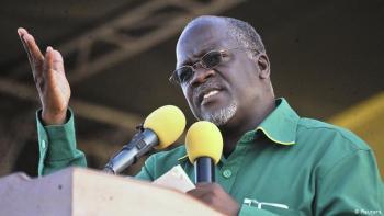"""""""Você reza enquanto cultiva milho e batatas, para que possa comer bem e o corona não consiga entrar no seu corpo"""", disse Magufuli em discurso"""