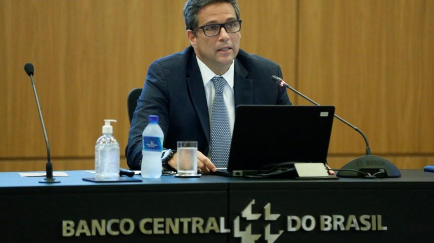 O presidente do Banco Central, Roberto Campos Neto, apresenta medidas de combate aos efeitos da COVID-19