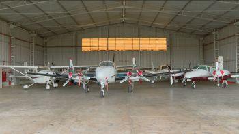 Dos 13 hangares e das 33 aeronaves que sua empresa Icon Aviation chegou a ter, restaram dois aviões, dois helicópteros e dois hangares