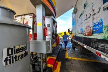 Com a alta, o diesel atingiu 4,452 reais por litro na primeira quinzena deste mês, afirma Ticket Log