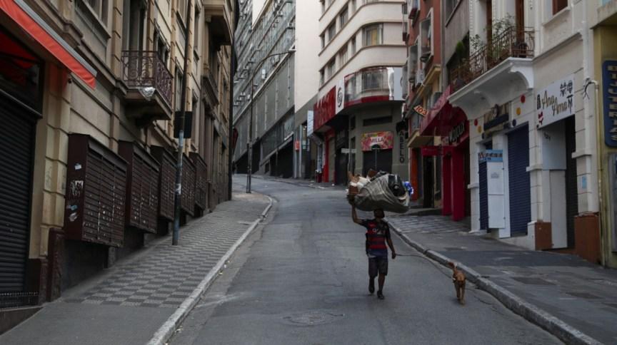 Comércio fechado e rua vazia no centro de São Paulo após decretação de quarentena pelo coronavírus no estado (24.03.2020)