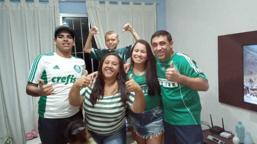 """""""Veremos na casa da minha irmã. Fomos campeões do Paulista lá e vamos com essa superstição"""", conta a paulistana Ana Lúcia Dias"""
