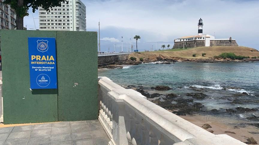Praia de Salvador interditada por causa do coronavírus