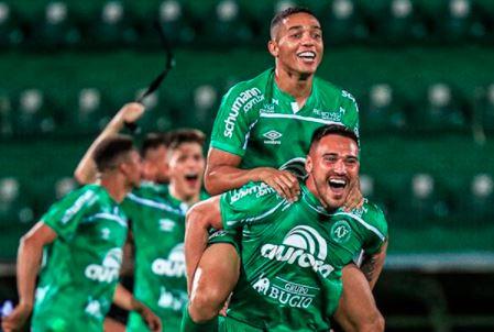 Chapecoense venceu o Confiança por 3 a 1 e se sagrou campeã da Série B de 2020