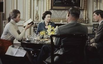 O filme ofereceu um olhar sem precedentes sobre a realeza e foi assistido por milhões quando foi ao ar pela primeira vez na BBC