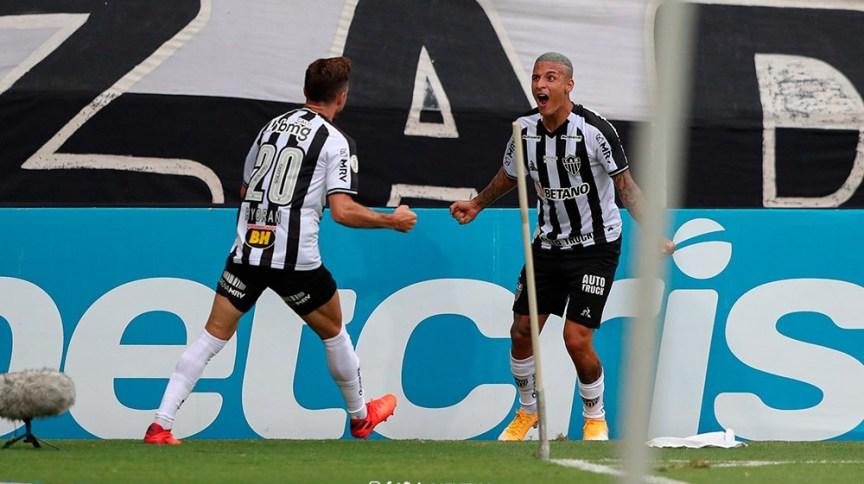 Jogadores do Atlético-MG em campo contra o Fortaleza
