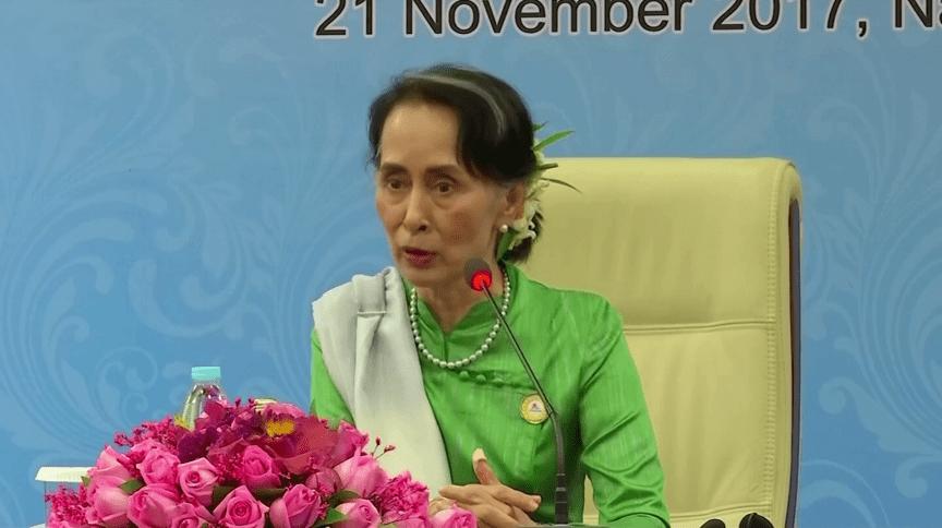 Aung San Suu Kyi permanece muito popular em Mianmar, mas perdeu seu prestígio internacional após massacre de minoria muçulmana