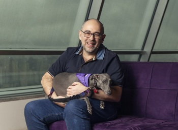 Empresa especializada em venda de produtos para pets na internet se fundiu com a Dog Hero e recebeu aporte de R$ 250 milhões do fundo SoftBank