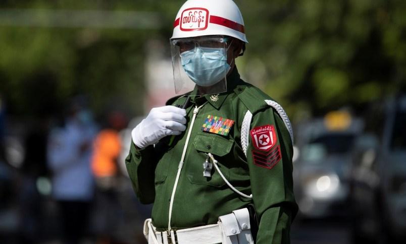 Militares tomaram o poder em Mianmar e geraram protestos de médicos