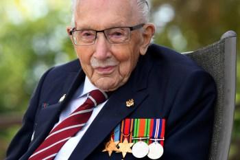 Foto do veterano foi exibida no Piccadilly Circus; London Eye, Estádio de Wembley e a Blackpool Tower brilharam suas luzes de honra