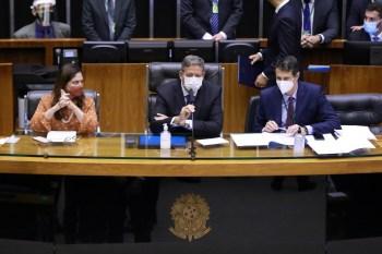 A lista de processos contra deputados que estão sem análise é extensa. Entre os casos, há o da deputada federal Flordelis, Eduardo Bolsonaro, Glauber Braga
