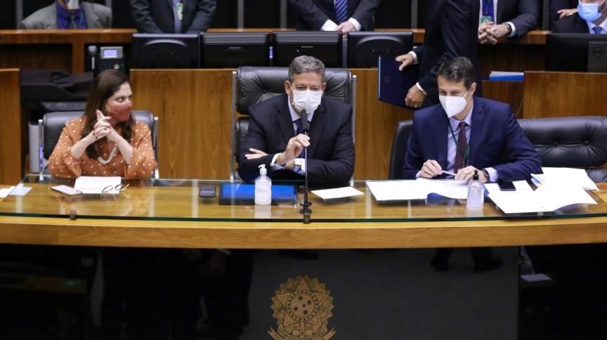 Arthur Lira (C) conduz a sessão na Câmara dos Deputados para escolha da Mesa Diretora