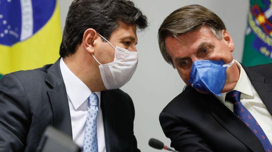 O ministro da Saúde Luiz Henrique Mandetta e o presidente da República Jair Bolsonaro conversam usando máscaras, em videoconferência com representantes da iniciativa privada
