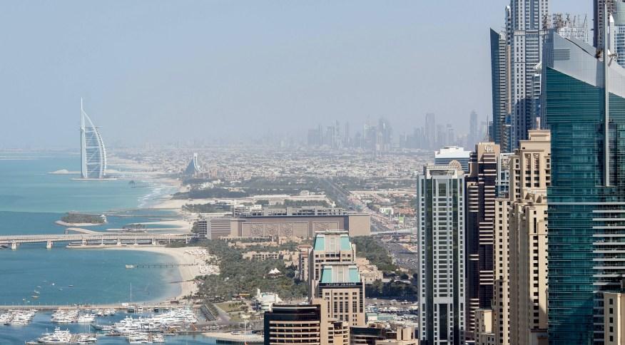 Vista panorâmica da cidade de Dubai, nos Emirados Árabes Unidos
