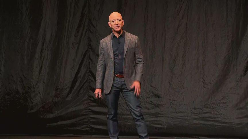 Jeff Bezos tem iate tão grande que precisa de outro iate