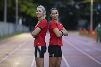 Juíza Edina Alves e auxiliar Neuza Back, ao lado da argentina Mariana de Almeida, formam trio feminino em partida do Mundial de Clubes no Catar