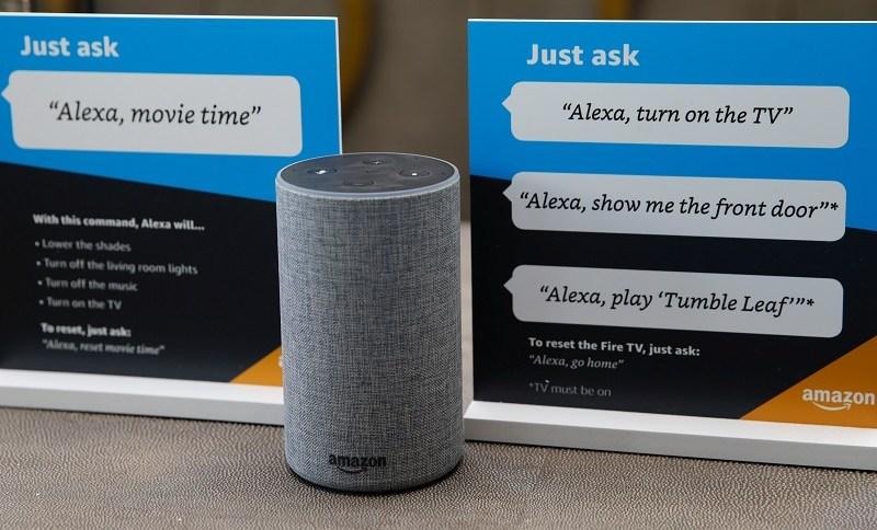 Instruções sobre como usar o assistente pessoal Alexa da Amazon são vistas em um 'centro de experiência' da Amazon em Vallejo, Califórnia, EUA
