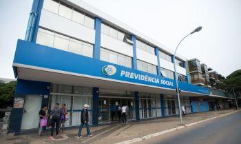 Mais de 400 mil pessoas no Brasil ficaram viúvas, viúvos ou órfãos devido à morte de familiares por Covid-19; solicitações são feitas por morte ou incapacidade