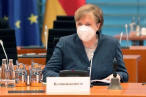 Chanceler Angela Merkel anunciou proibição de reuniões com mais de 5 pessoas; quase todas as lojas estarão fechadas entre 1º a 5 de abril