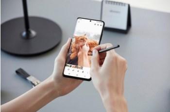 O consumidor pode ter o smartphone em mãos pagando um pouco por mês