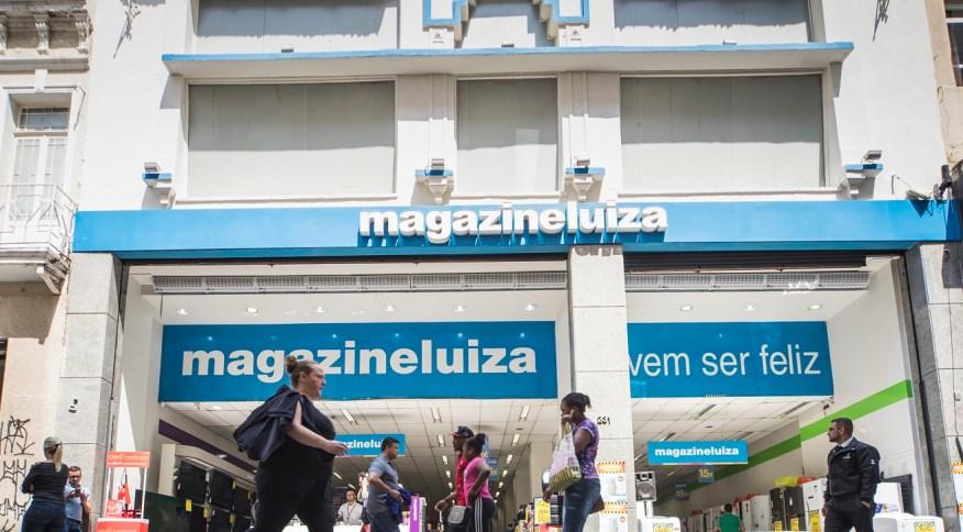 Fachada de loja do Magazine Luiza: após figurar entre as maiores altas do Ibovespa na véspera, ações da varejista caem na quarta