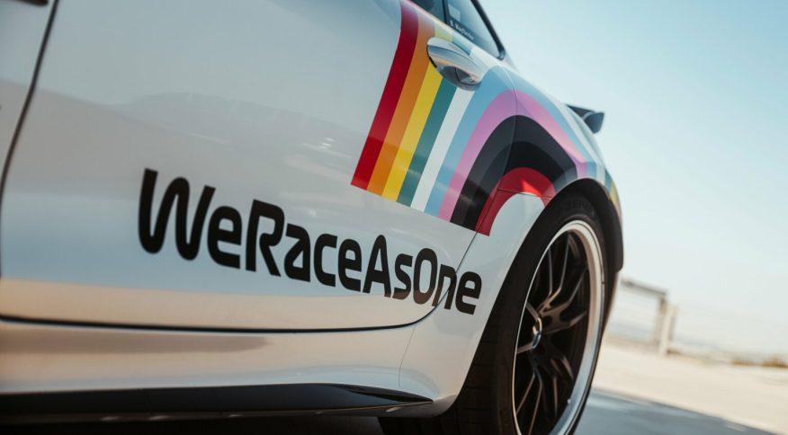Carro com o símbolo do arco-íris que representou a iniciativa em 2020