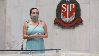 Na sessão de 16 de dezembro, Fernando Cury foi flagrado pelas câmeras da Casa abraçando por trás e apalpando o seio da colega de plenário