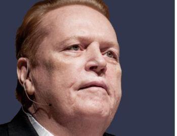 Flynt sofria de vários problemas de saúde desde uma tentativa de assassinato em 1978, que o deixou paraplégico