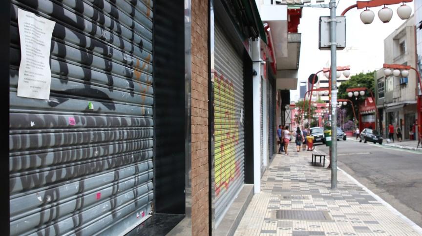 Ruas do bairro da Liberdade, em São Paulo, ficam vazias durante quarentena