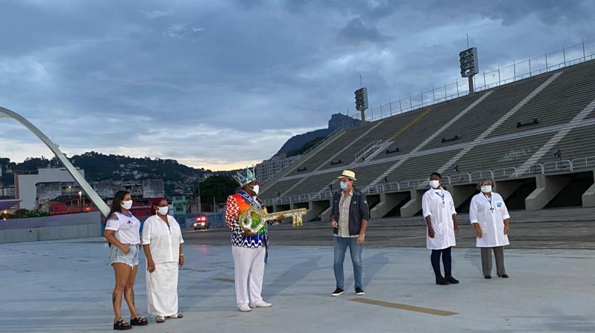 Chave do Carnaval é entregue a profissionais da saúde no Rio de Janeiro
