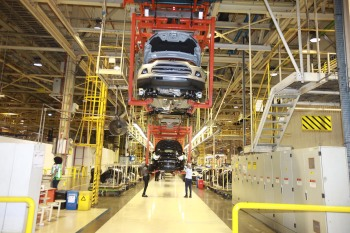 Uma é da Mercedes-Benz, que produzia carros de luxo em Iracemápolis (SP), e três da Ford na Bahia, Ceará e São Paulo