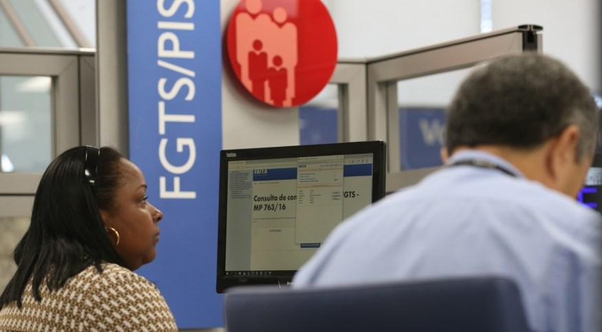 Devido ao coronavírus, governo autorizou saque de até R$ 1.045 de contas do FGTS (Foto: Fabio Rodrigues Pozzebom - 18.fev.2017/Agência Brasil)