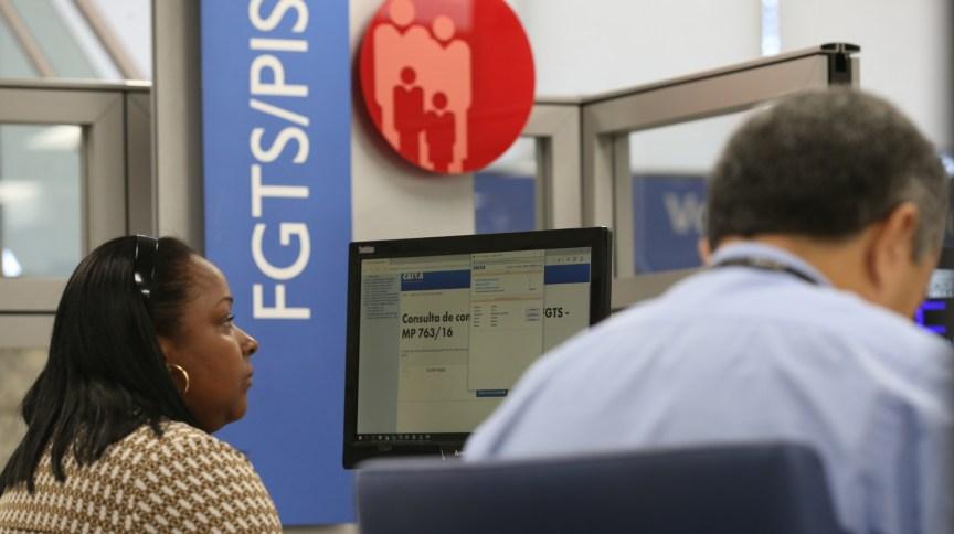 Devido ao coronavírus, governo autorizou saque de até R$ 1.045 de contas do FGTS